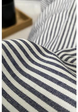 Super blødt pudebetræk med mørke blå og hvide striber